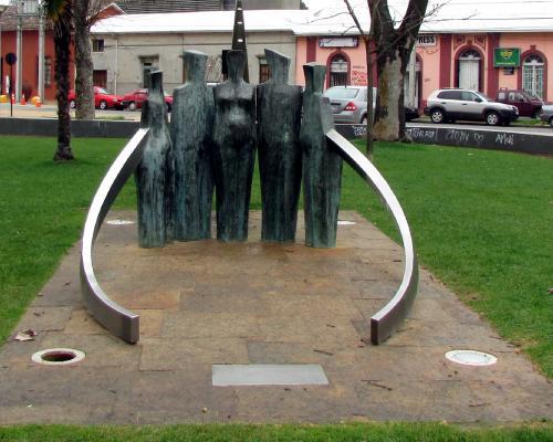 Imagen del monumento Hombre y EspueLa: Tradición y Cultura De La Comuna De Linares