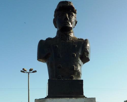 Imagen del monumento Arturo Perez Canto