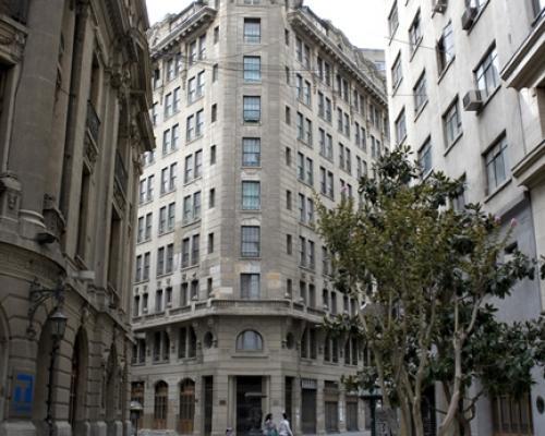 Imagen del monumento Sector de las calles Nueva York, La Bolsa y Club de la Unión, incluyendo la casa central de la Universidad de Chile