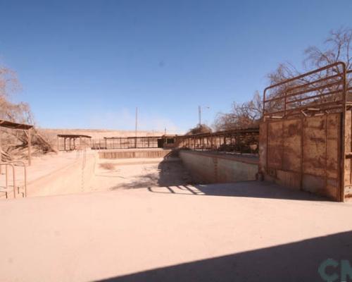 Imagen del monumento Entorno que indica de la oficina salitrera Pedro de Valdivia