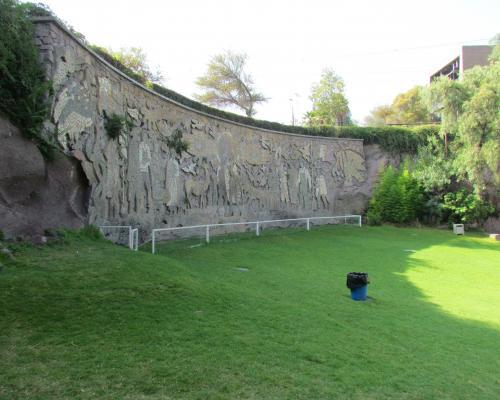 Imagen del monumento Mural obra de María Martner y de Juan O´Gorman del Balneario Tupahue
