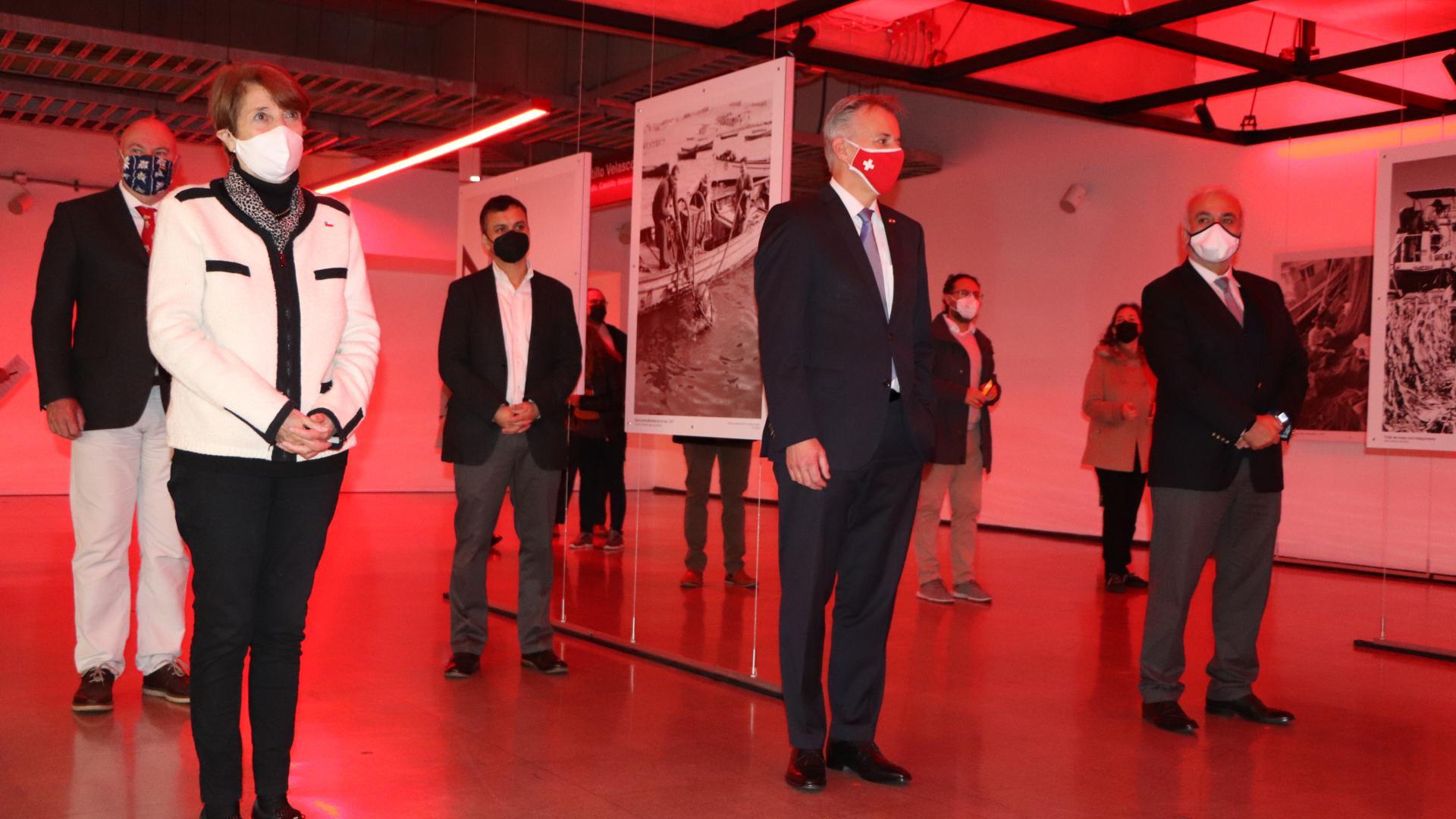Imagen de Ministerio de las Culturas, Embajada de Suiza y Metro de Santiago inauguran galería de arte público con exposición fotográfica de Roberto Montandon