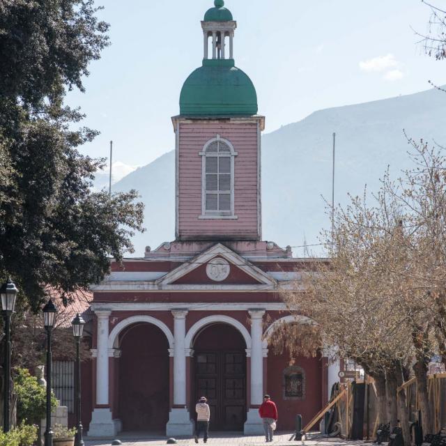 Imagen del monumento Iglesia de San José de Maipo y su casa parroquial