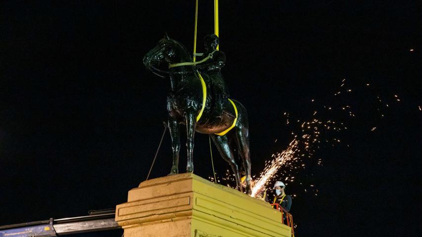 Imagen de Culmina con éxito el retiro temporal del monumento al General Baquedano para su restauración