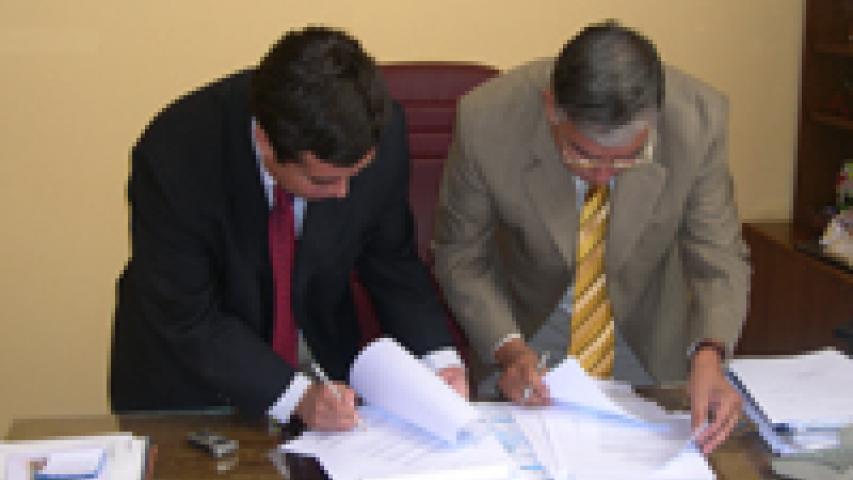 Imagen de CONSEJO DE MONUMENTOS NACIONALES Y MUNICIPALIDAD DE POZO ALMONTE FIRMAN CONVENIO