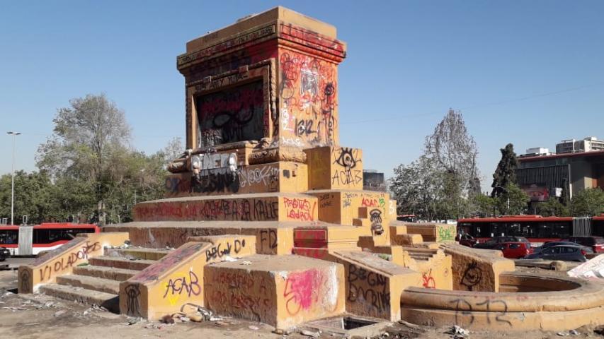 Imagen de CMN acordó que restauración de plinto del monumento a Baquedano no se haga in situ y respaldó traslado de restos del Soldado Desconocido