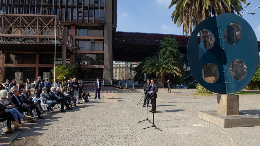 """Imagen de Escultura """"El cuarto mundo"""" vuelve a su lugar en el GAM"""