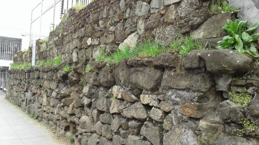 Restos Del Muro De Piedra Del Convento De La Merced Consejo De - Muro-piedra