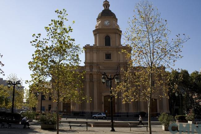 Imagen del monumento Iglesia Santa Ana, con su plazoleta