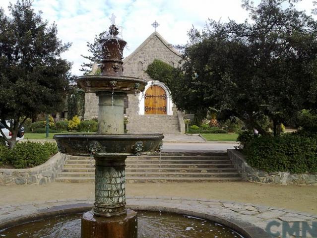 Imagen del monumento Pila de bronce que se encuentra ubicada en la plaza del Pueblo de Zapallar