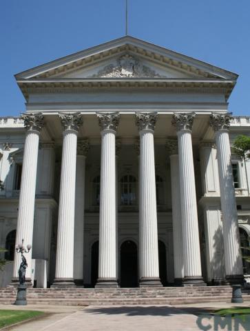 Imagen del monumento Edificio del Congreso Nacional y los jardines que le rodean