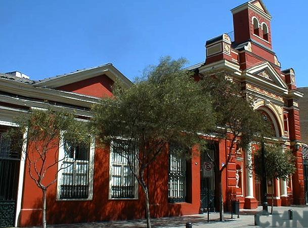 Imagen del monumento Iglesia de la Veracruz y casas contiguas a ambos lados de la iglesia