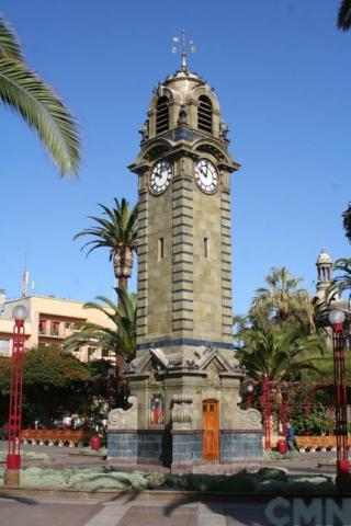 Imagen del monumento Torre-Reloj de la plaza Colón de la ciudad de Antofagasta