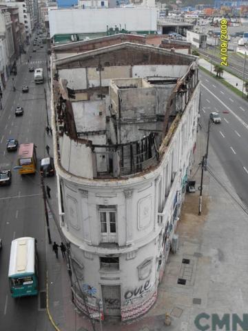Imagen del monumento Edificio que se levanta entre Avenida Errázuriz y calle Blanco, enfrentando al crucero de Pasaje Ross