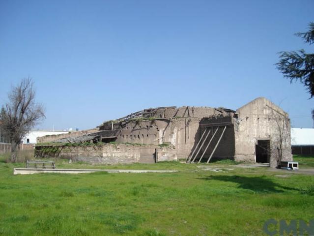 Imagen del monumento Construcciones y parque de la antigua bodega de vinos de la ex Viña San Carlos