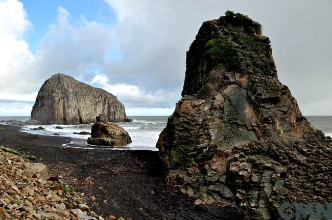 Escondidos en las rocas
