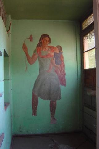 """Imagen del monumento """"Exaltación de los trabajadores"""" de la ex Escuela Rebeca"""