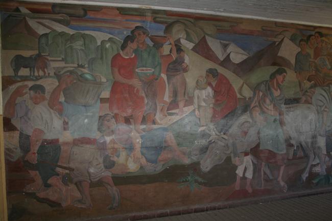 """Imagen del monumento """"Los trabajadores del campo"""" de la ex Escuela Rebeca."""