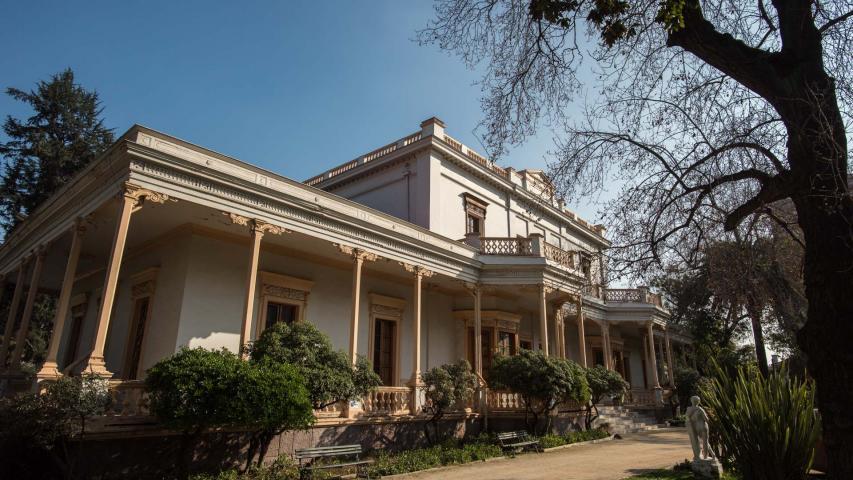 Imagen del monumento Actual Casa de La Cultura de Ñuñoa, incluido el parque que lo rodea