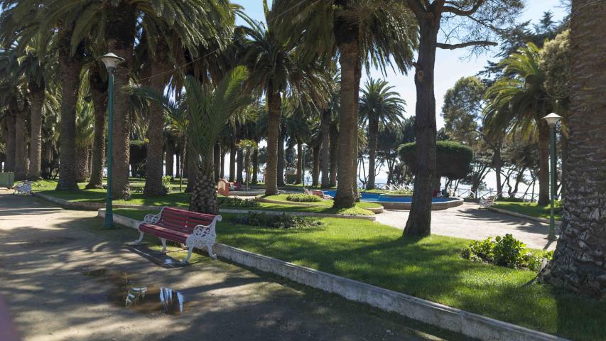 Imagen del monumento Casino de Pichilemu y los jardines del Parque Agustín Ross