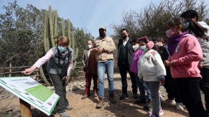 Imagen de Ministra de las Culturas visita uno de los cuatro Santuarios de la Naturaleza de la Región Metropolitana que abrirán gratuitamente para celebrar el Día de la Niñez