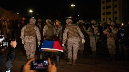 Imagen de Con éxito se realizó la exhumación y traslado de restos del Soldado Desconocido desde Plaza Baquedano