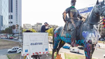 Imagen de CMN realiza obras de reforzamiento de piezas en monumento a Baquedano